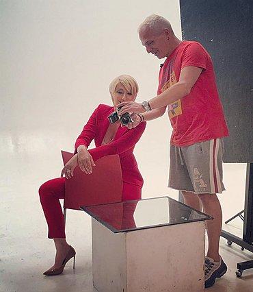 Σία Κοσιώνη: Φωτιά στα κόκκινα σε ρόλο μοντέλου