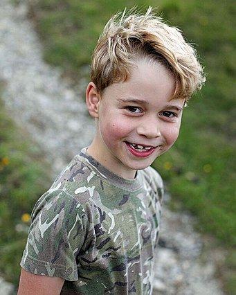 Ο πρίγκιπας George γίνεται 7 ετών και η μαμά Kate μοιράζεται νέες φωτογραφίες του