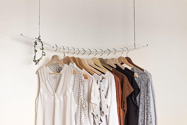 Πώς να αποχωριστείς ρούχα και αντικείμενα από την ντουλάπα σου χωρίς να ραγίσει η καρδιά σου