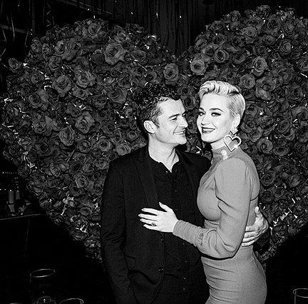 Katy Perry: Χορεύει έγκυος στον Orlando Bloom έξω από αυτοκίνητο