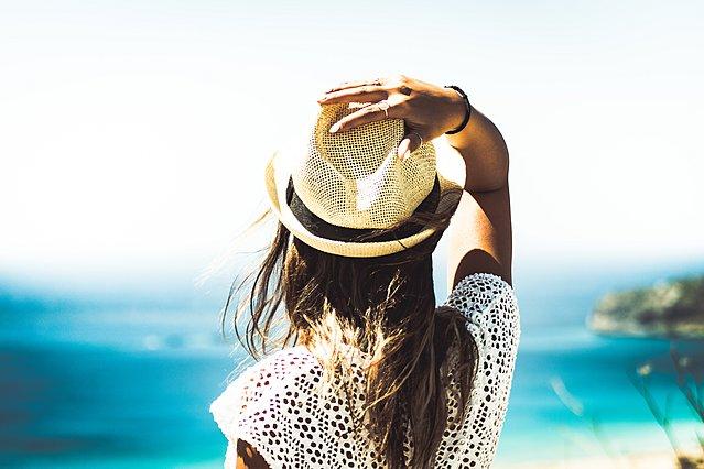 Οι περιοχές του σώματος που (ίσως) δεν ξέρεις ότι μπορούν να καούν από τον ήλιο