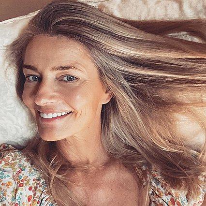 Η Paulina Porizkova ποζάρει topless στα 55 και εξηγεί πώς έχει ακόμη κορμί 20χρονης