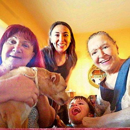 Μάρθα Καραγιάννη: Η κεφάτη επίσκεψη από την κουμπάρα της, Αλίκη Κατσαβού και τον Φοίβο Βουτσά