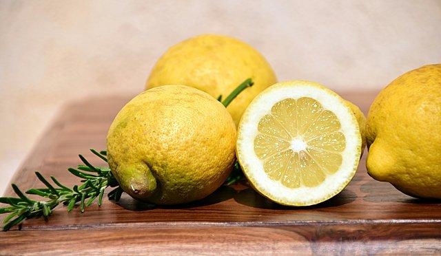 Πόσο καιρό διατηρούνται τα λεμόνια εντός και εκτός ψυγείου