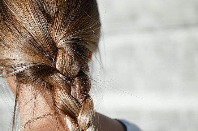 Ελαιόλαδο: Πώς μπορεί να σε βοηθήσει στην περιποίηση των μαλλιών σου