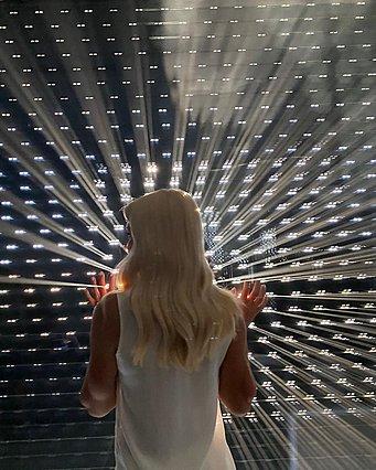 Ελένη Μενεγάκη:  Φώτα... κάμερες... πάμε  ξανά για την παρουσιάστρια! [Photos]