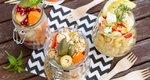 Κάνε τη διαφορά στο γιορτινό τραπέζι με σαλάτα σε... ποτήρι