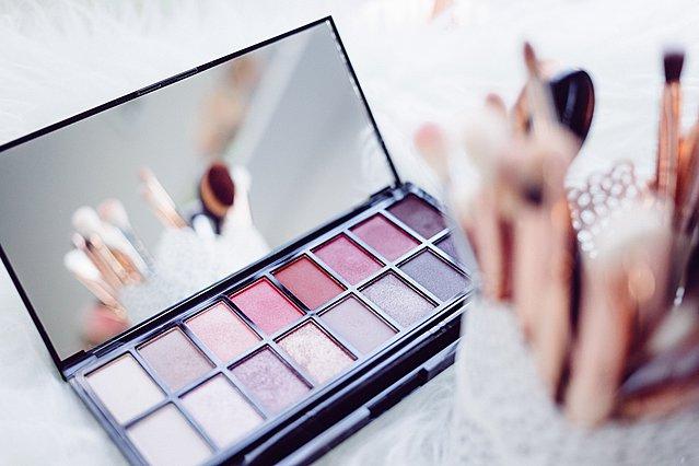 Πώς να οργανώσεις τα καλλυντικά και τα προϊόντα ομορφιάς σου