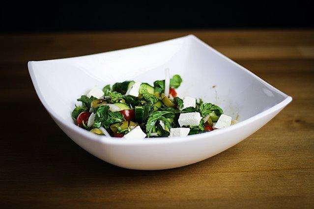 Μια δροσερή σαλάτα με σύκο, χαλούμι και σπανάκι