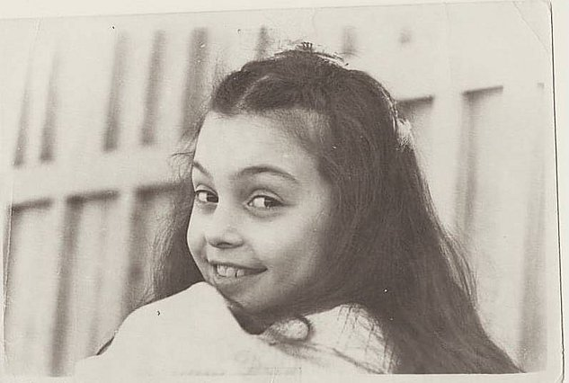 Quiz: Αναγνωρίζεις ποια super star του ελληνικού τραγουδιού είναι η μικρούλα της φωτογραφίας;