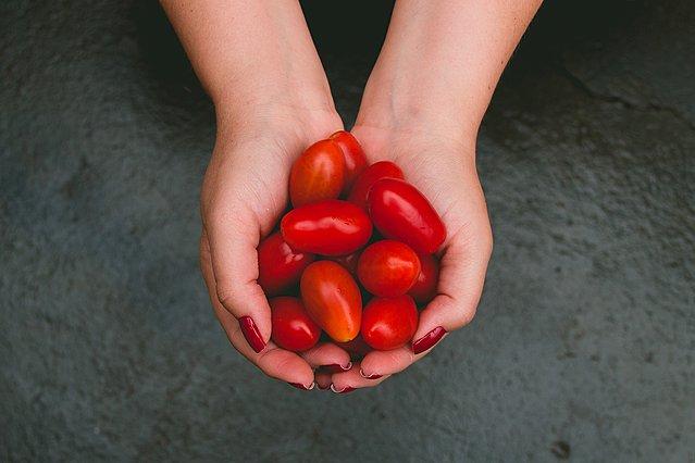 Τα οφέλη της ντομάτας για την περιποίηση του δέρματος σου