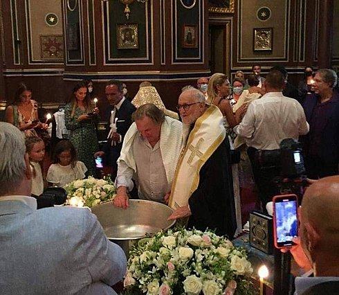 Ο Gerard Depardieu βαπτίστηκε Χριστιανός με νονό τον Νίκο Αλιάγα