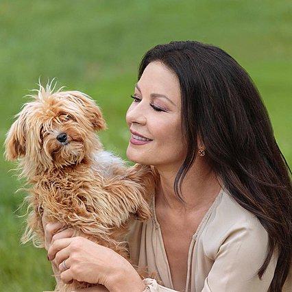 Catherine Zeta-Jones: Αποκαλύπτει τα μυστικά που την κρατάνε εντυπωσιακή στα 51 της χρόνια