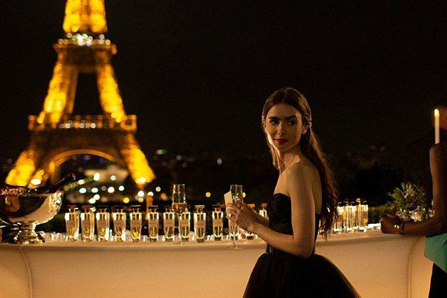 Emily In Paris: Ο δημιουργός του Sex and the City επιστρέφει με νέα σειρά γεμάτη – και αυτή – με μόδα