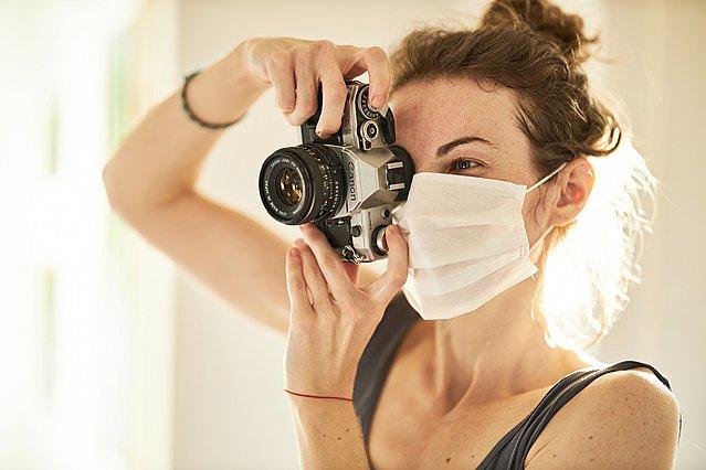 Αισθάνεσαι ξηροφθαλμία λόγω της μάσκας; Πού οφείλεται και πώς αντιμετωπίζεται