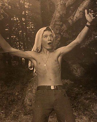 Quiz: Αναγνωρίζεις ποιος ευρωπαίος γόης του κινηματογράφου είναι ο νεαρός της φωτογραφίας;