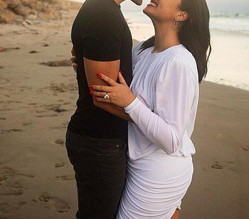 Ποιο διάσημο ζευγάρι χώρισε δύο μήνες μετά τον αρραβώνα τους;