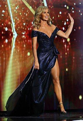 H Amanda Holden εντυπωσίασε φορώντας αποκαλυπτική δημιουργία Celia Kritharioti