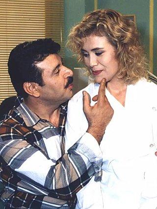 Είσαι Θεοκόματος : Ο Σάκης ο υδραυλικός και η Λίλη ξανά μαζί 26 χρόνια μετά [video]
