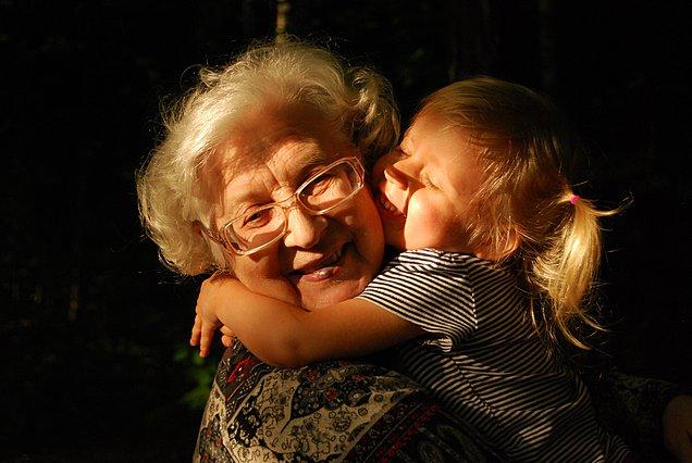 Παγκόσμια ημέρα του παππού και της γιαγιάς: Μην ξεχάσεις να τους χαρίσεις μια αγκαλιά, έστω και από μακριά