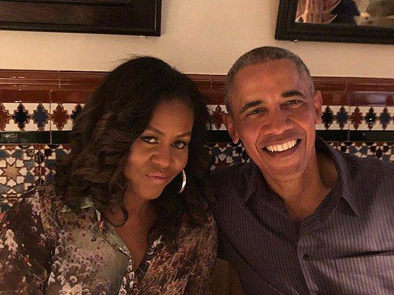 Η Michelle και ο Barack Obama γιορτάζουν 28 χρόνια γάμου - Φέτος τα μηνύματά τους ήταν πολύ διαφορετικά