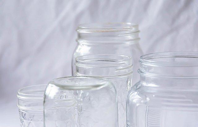 Πώς να αφαιρέσεις τις ετικέτες από τα γυάλινα βάζα εύκολα