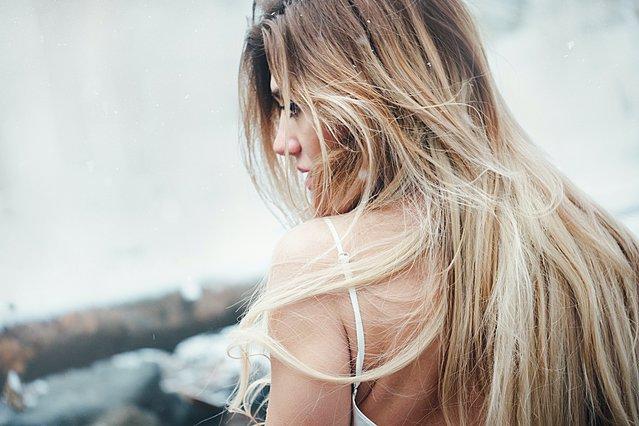 Οι χειρότερες συνήθειες την υγεία των μαλλιών