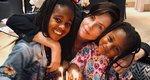 Charlize Theron: Οι κόρες ανέλαβαν το μακιγιάζ της και εκείνη... απολαμβάνει!