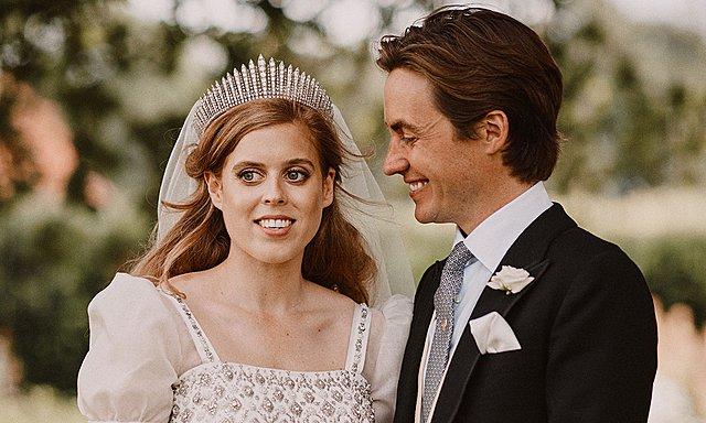 Πριγκίπισσα Beatrice: Η σπάνια φωτογραφία από τον γάμο της - Το φιλί των νεονύμφων