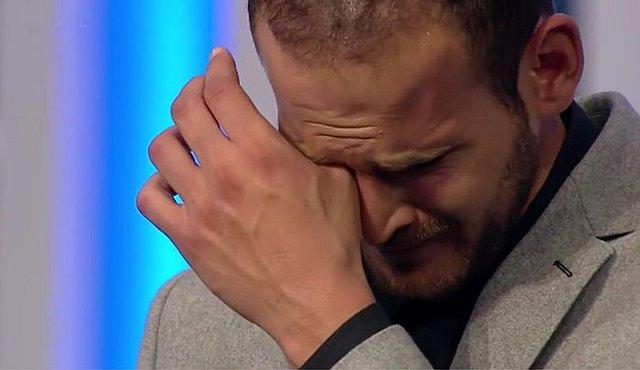 GNTM 3: Αποχώρηση με κλάματα για τον Παναγιώτη, μία μέρα μετά τα γέλια για τη Ρασέλ [video]