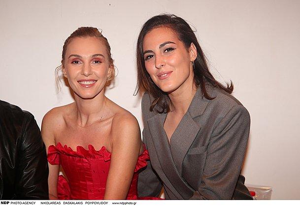 <p>Η Τάμτα και η η Άννυ σε σε επίδειξη του σχεδιαστικού διδύμου Mi-Ro τον Νοέμβριου του 2019. Πραγματικά σα δυο αδελφές, σα δυο φίλες καλές!</p>