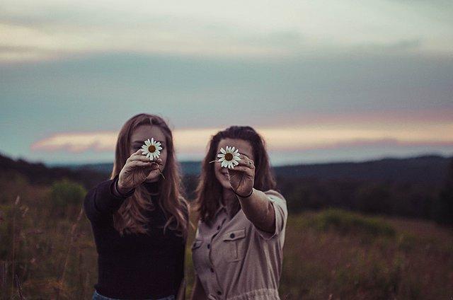 Ποια είναι η πρώτη εντύπωση που δίνεις σε μια νέα γνωριμία, σύμφωνα με το ζώδιο σου