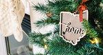 Στολίζεις και ψάχνεις κάτι διαφορετικό; Φέτος δες το χριστουγεννιάτικο δέντρο σου... μισό!