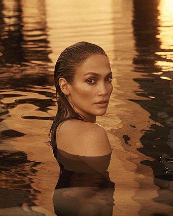 Η Jennifer Lopez ολόγυμνη: Φορώντας μόνο το μονόπετρο, σε μια φωτογραφία που φτάνει τα 6 εκ. likes