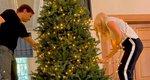 Η Ελένη Μενεγάκη και ο Μάκης Παντζόπουλος στολίζουν το δέντρο τους - Η αντίδραση του γιους της, Άγγελου Λάτσιου [video]