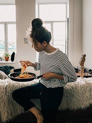 Το άγχος σε κάνει να τρως περισσότερο; 5 εύκολοι τρόποι για να αντιμετωπίσεις αυτή την επιθυμία