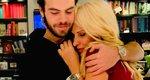 Η Ελένη Μενεγάκη στην αγκαλιά του γιου της - Ο Άγγελος έγινε 18 ετών