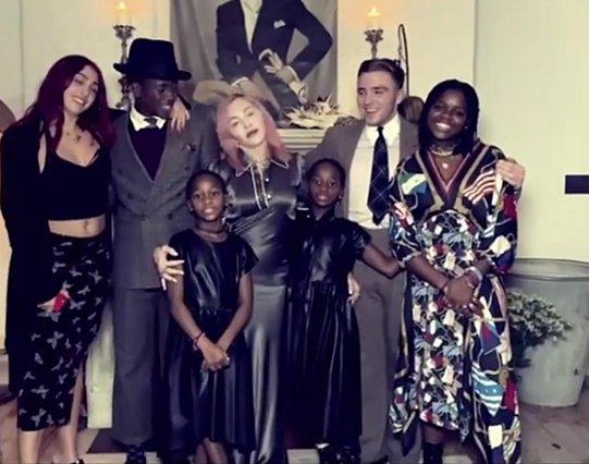Madonna: Συγκινεί το σπάνιο βίντεο με τα έξι της παιδιά και τον αγαπημένο της