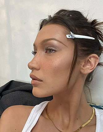 Το νέο, ανατρεπτικό hair look της Bella Hadid