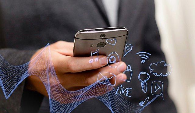 Το γλυκό SMS που θα λατρέψει ο σύντροφος σου ανάλογα με το ζώδιο του