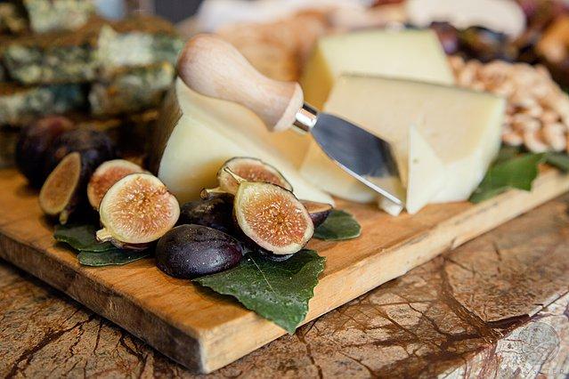 Τα tips των ειδικών για τον τέλειο συνδυασμό κρασιών και τυριών