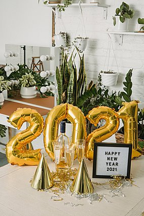 Παραμονή Πρωτοχρονιάς: Πώς να οργανώσεις ένα υπέροχο πριβέ πάρτι στο σπίτι σου - ακόμη και την τελευταία στιγμή