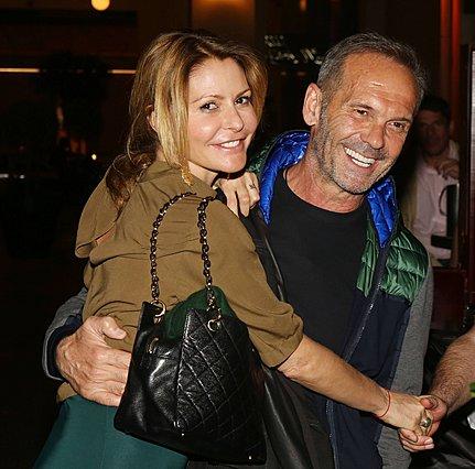 <p>Η Τζένη Μπαλατσινού και ο Πέτρος Κωστόπουλος ποζάρουν αγκαλιά το 2016, ενώ, για την ιστορία, είχαν ήδη χωρίσει. [photo: NDP Photo Agency]</p>
