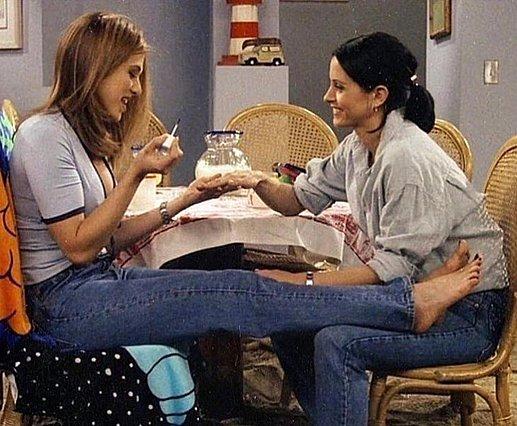 Πώς να αναθερμάνεις τη σχέση με μια φίλη σου