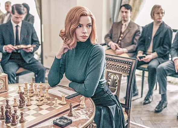 Η πρωταγωνίστρια του  The Queen's Gambit  βρίσκεται στην Αθήνα (φωτογραφίες)