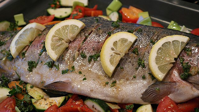 Μαγειρεύεις ψάρια; 4 κόλπα για να μην μυρίζει το σπίτι σου ψαρίλα