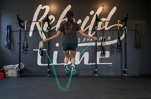 5+1 τρόποι γυμναστικής για να χάσεις περισσότερες θερμίδες από το τρέξιμο