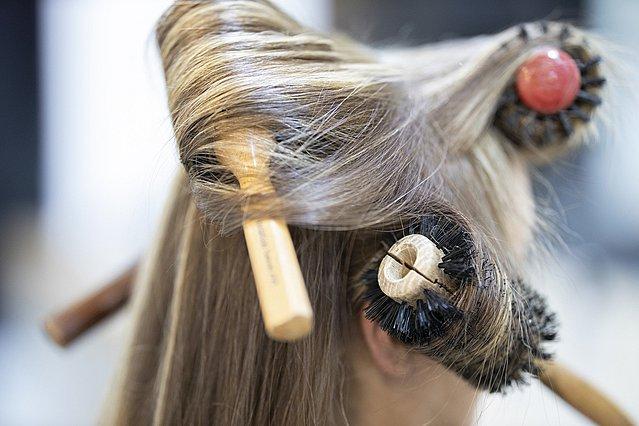 Βουρτσίζεις τα μαλλιά σου; Ιδού τα 5 σημεία που πρέπει να προσέξεις περισσότερο