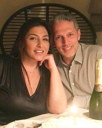 Η Έλενα Παπαρίζου γιόρτασε τα γενέθλιά της αγκαλιά με τον σύζυγό της - Πόσα κεράκια έσβησε;