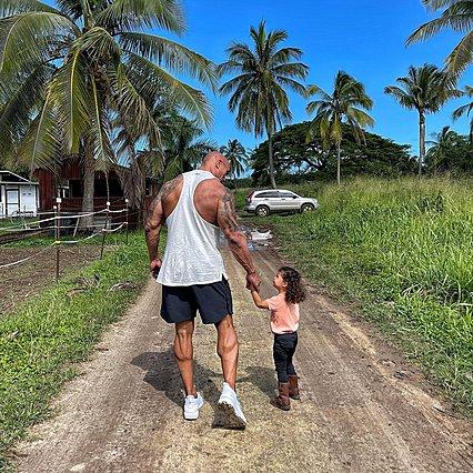 Διάσημοι μπαμπάδες μοιράζονται φωτογραφίες με τα παιδιά τους